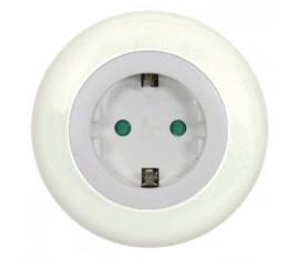 Veilleuse LED avec capteur jour/nuit et prise intégrée
